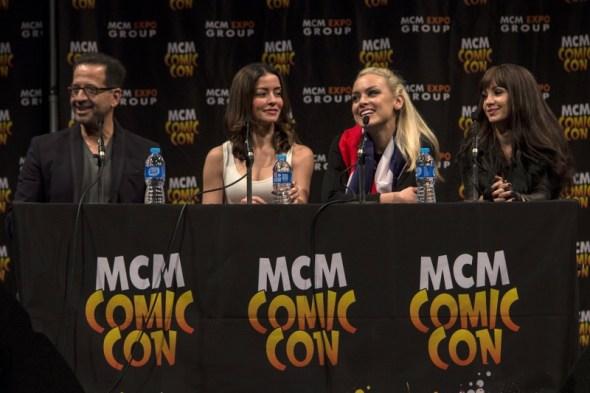 Jay Firestone, Emmanuelle Vaugier, Rachel Skarsten & Ksenia Solo at MCM Comic Con
