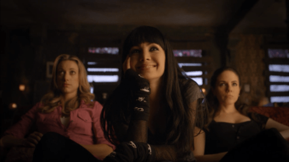 Kenzi Bo and Lauren watching TV in It's Better to Burn Out Than Fae Away