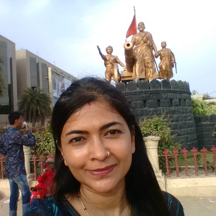 A selfie with a monument (the only one I could find) :-p