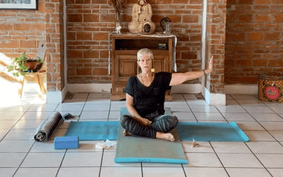 45min Therapeutic Yoga for Shoulders (English)