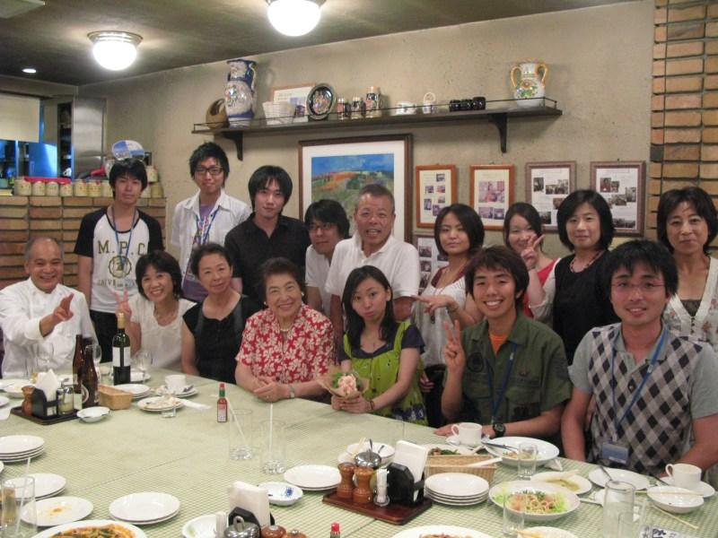 商店街、受講生、学生スタッフと食事をすることも。虎岩さん