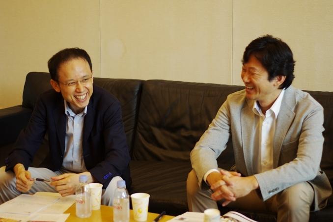 日本財団復興支援チームリーダー・青柳光昌さん(右)とETIC.宮城治男