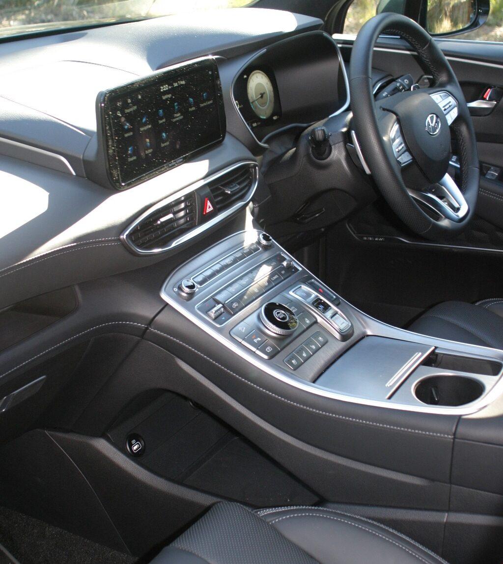 Hyundai Santa Fe Highlander V6 Petrol centre console