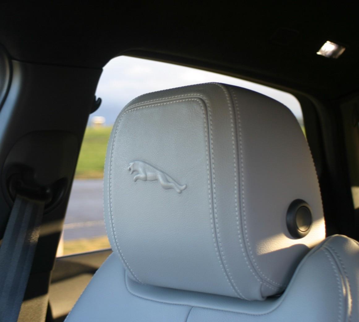 Jaguar E-PACE R-Dynamic S P250 head rest