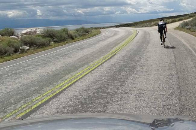 Passing bicyclist - solid yellow line. Copyright: Xzelenz Media