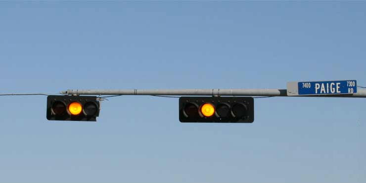 Can you drive against a traffic light showing a yellow signal