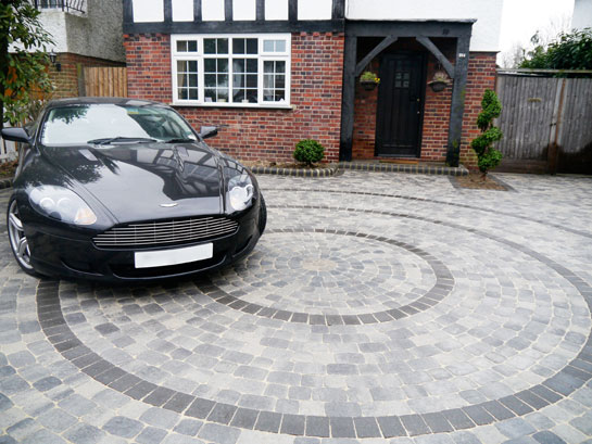 driveway in cobbled sets