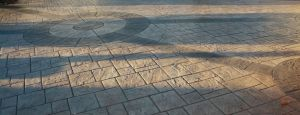 Imprinted concrete slate design with circle feature