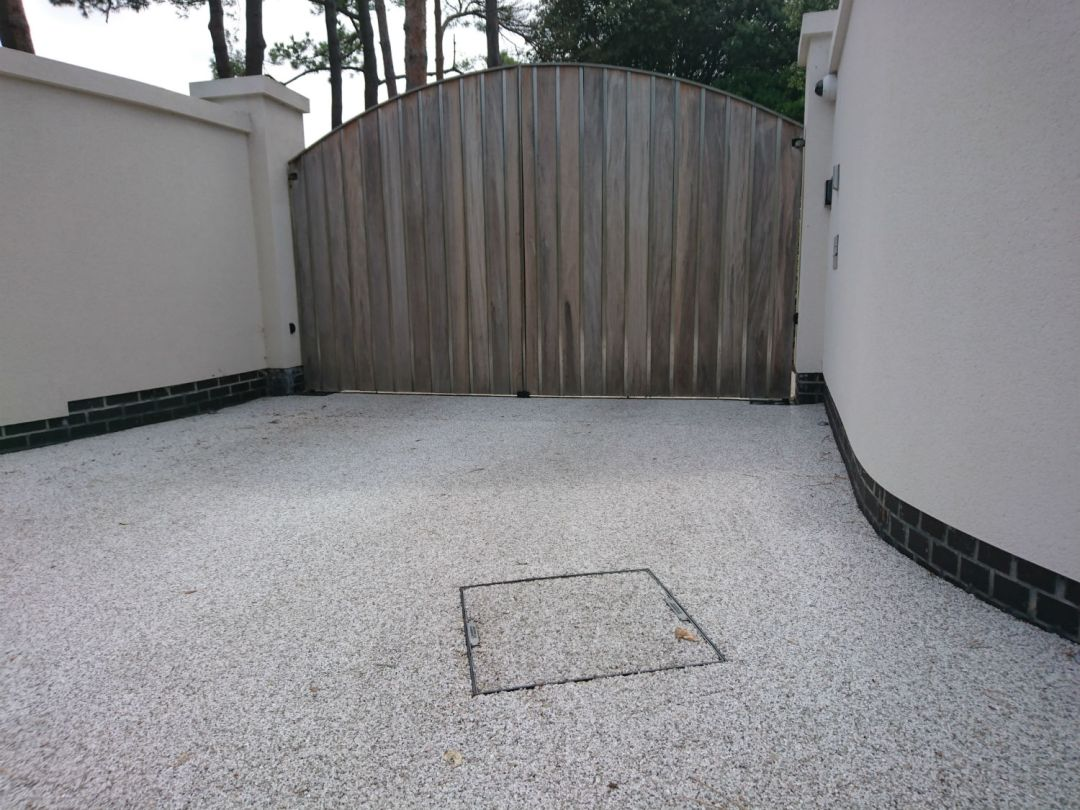 resin-driveways-manhole
