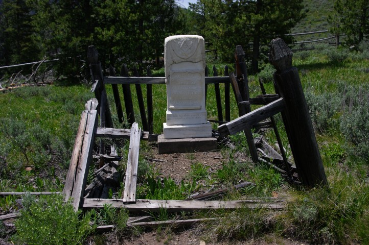 A grave in the Bonanza cemetery.