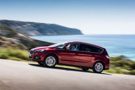Ford S-Max Driving 03