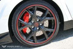 Honda Civic Type R Wheel And Brakes Front 2015 01