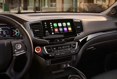 What the Big 3 Auto Manufacturers Could Learn From Apple