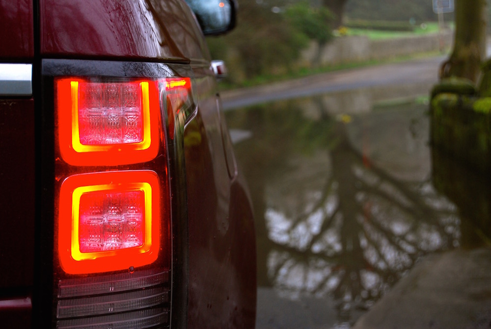 range_rover_vogue_se_red_rear_light