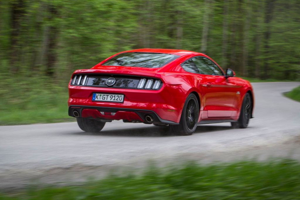 new_ford_mustang_t_race_red_rear