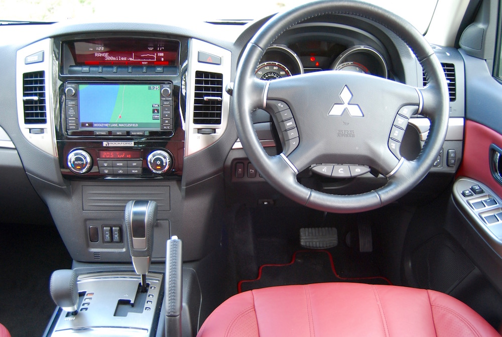 mitsubishi shogun interior review