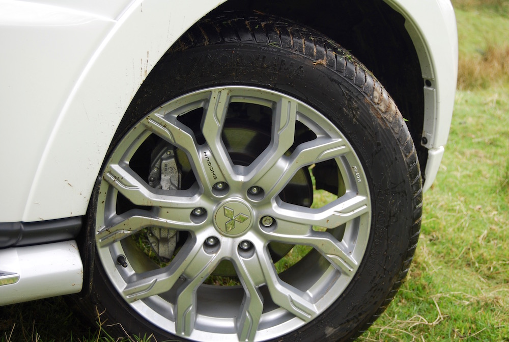 mitsubishi shogun wheel review