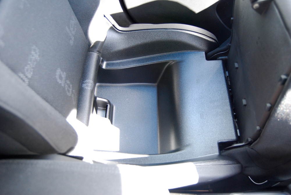 jeep renegade under seat storage review