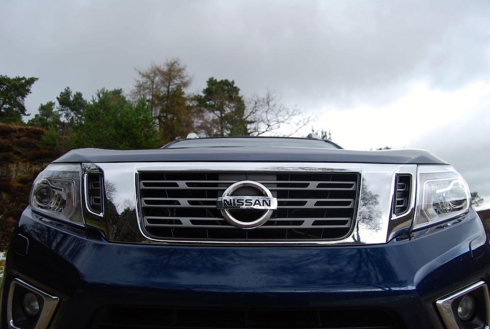 Nissan Navara Tekna front grille blue