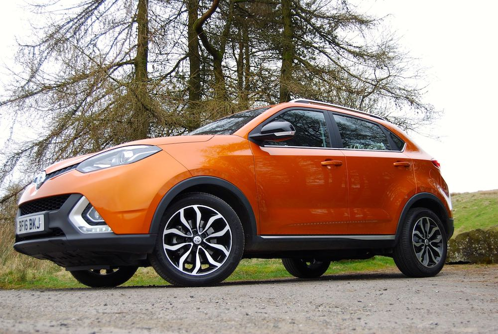 MG GS Orange side