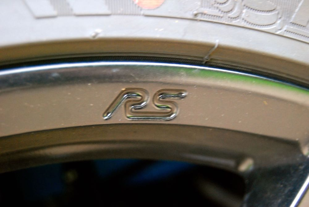 Ford Focus RS wheel lettering