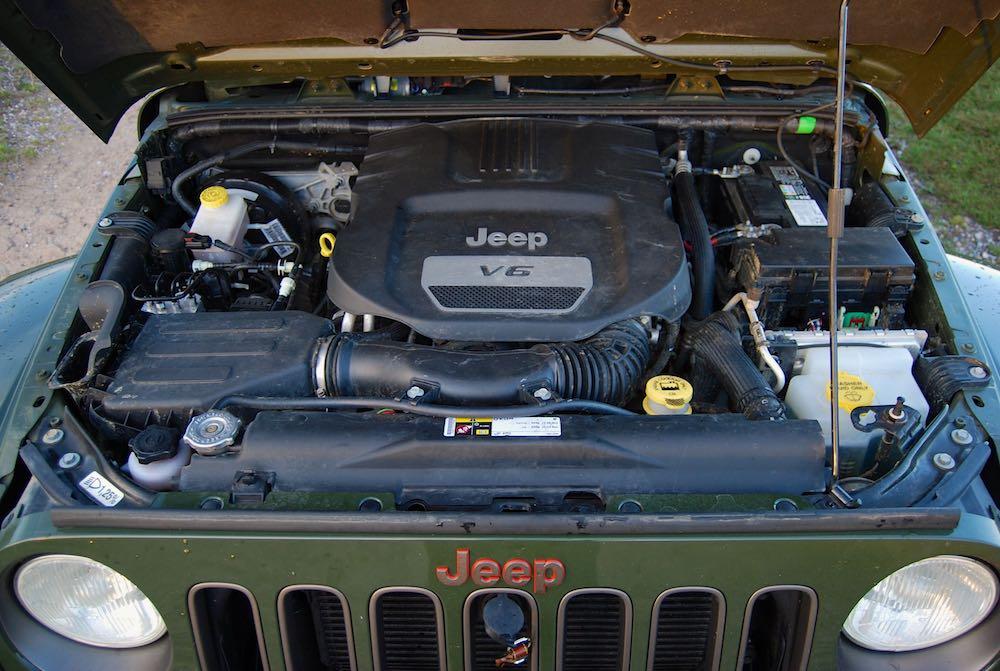 Jeep Wrangler 75th V6 engine