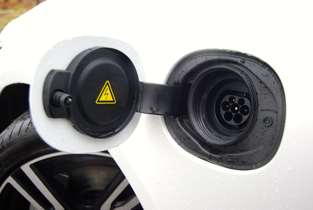 volvo s90 t8 charge port