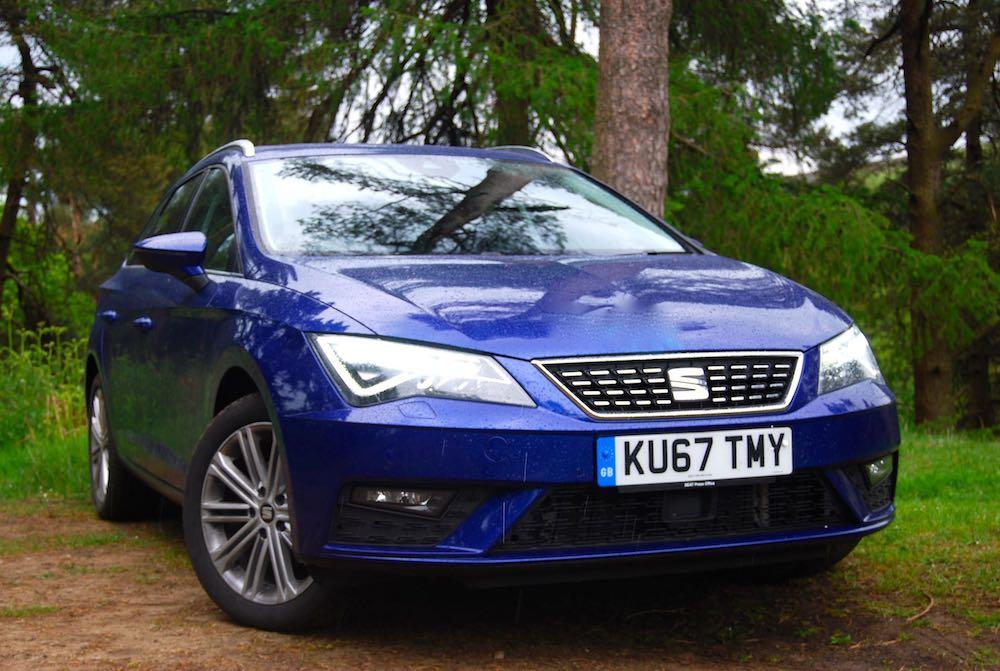 seat leon st blue front side