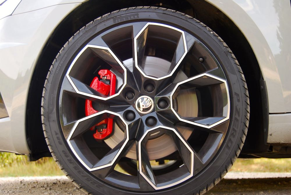 Skoda Octavia vRS 245 19'' alloy wheel