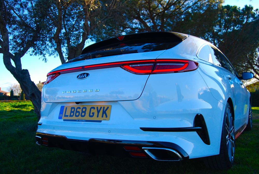 kia proceed gt rear light white 2019 review roadtest