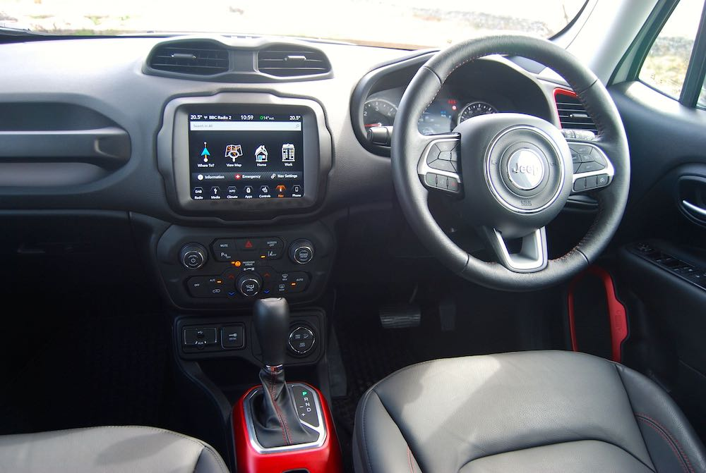 2019 Jeep Renegade Trailhawk interior cabin review roadtest
