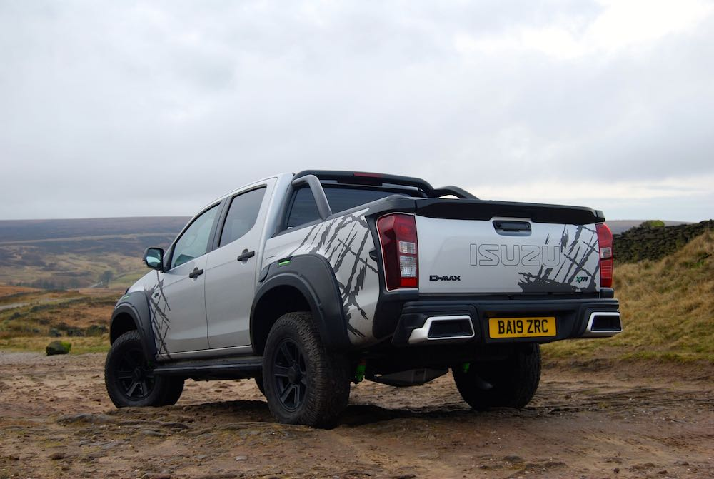 2020 isuzu dmax xtr rear side silver review roadtest