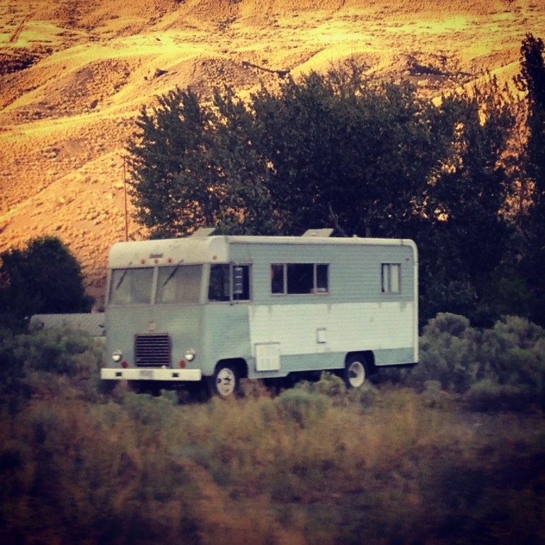 old-rv-in-front-of-mountains_t20_BAKrAZ.jpg
