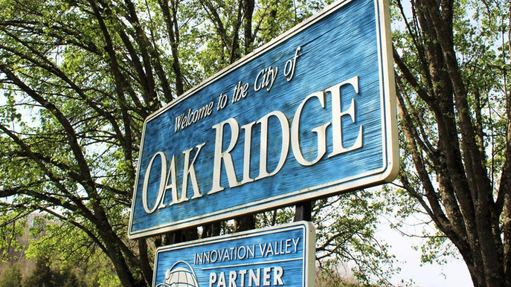 Welcome to the city of Oak Ridge sign.