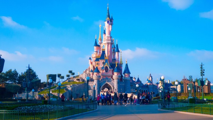 You Need to Know: Disneyland vs Disney World