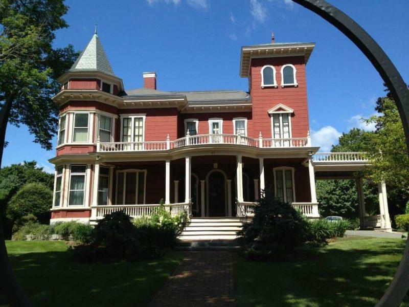 Front shot of Stephen King's Bangor, Maine home.