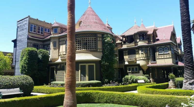 Outside photograph of Winchester Mystery House