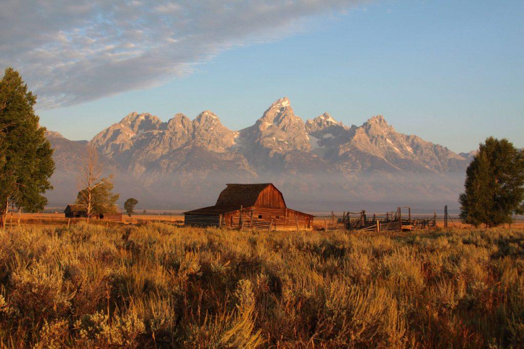 Scenic farmland in Utah with barn.
