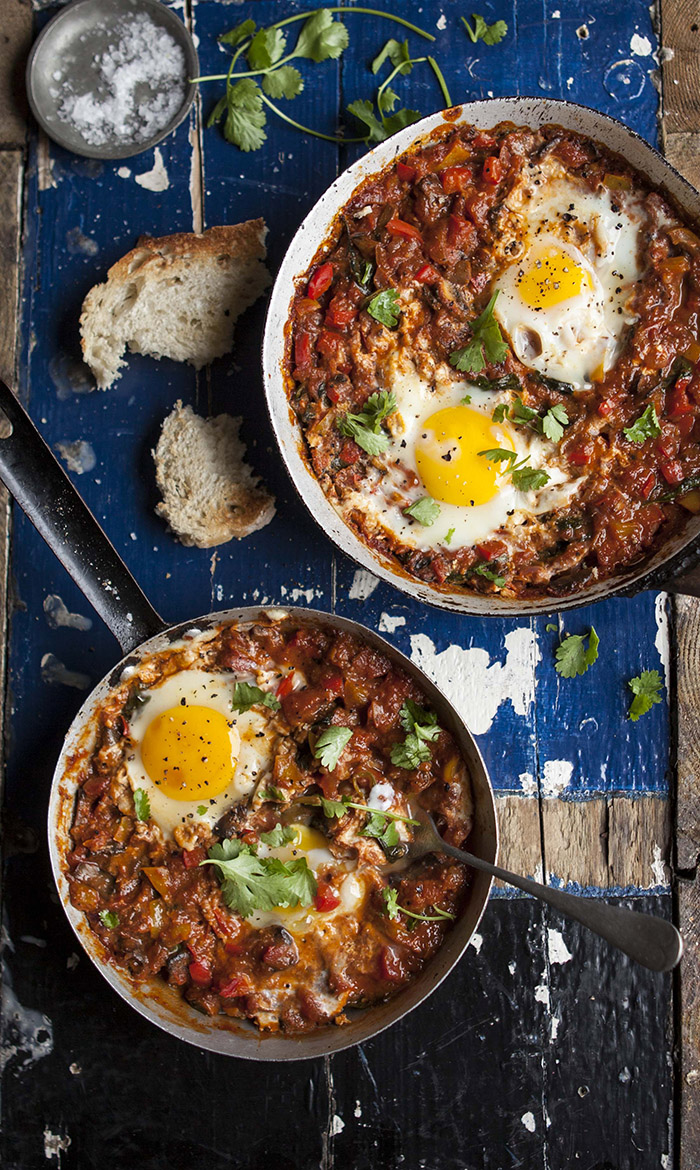 Shakshuka with mushrooms and spinach