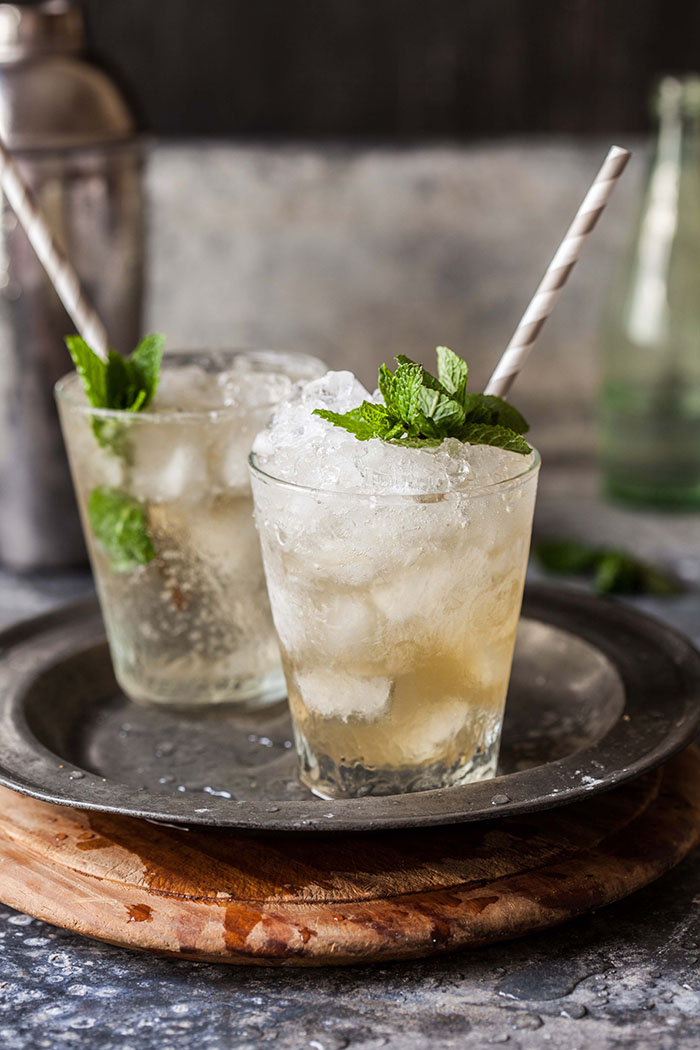 Mint julip with pineapple and ginger