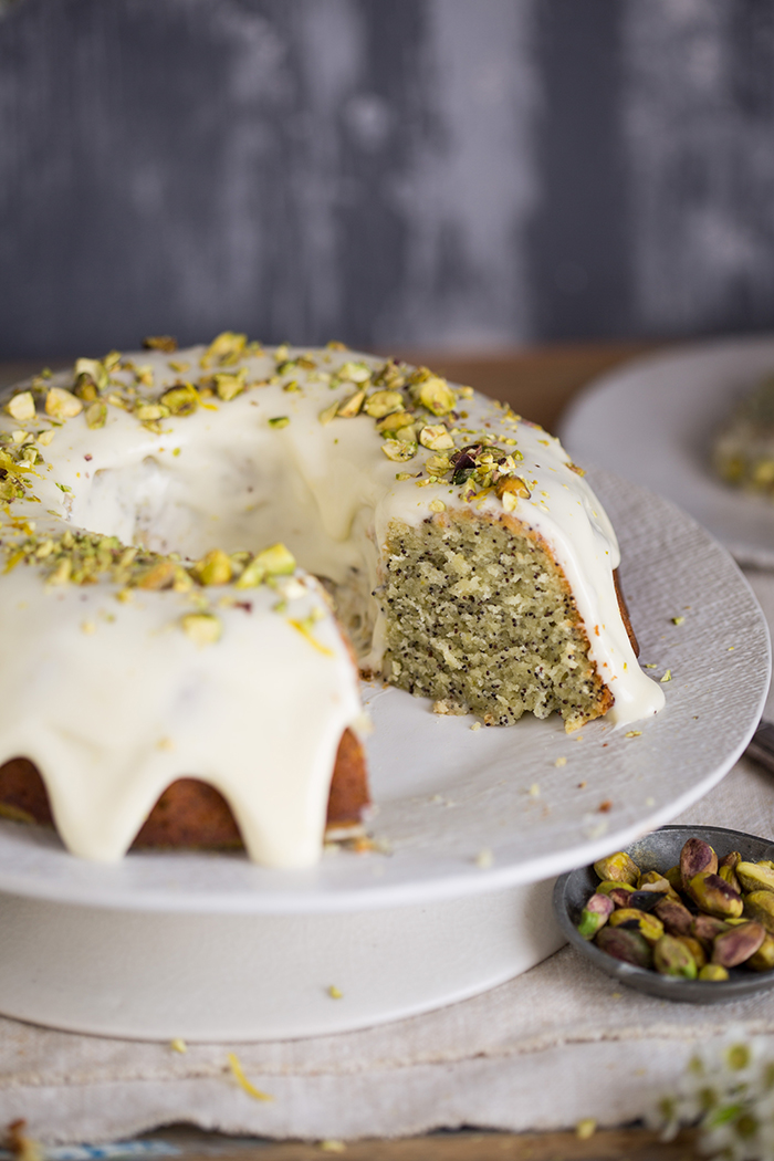 lemon poppyseed yoghurt cake with a lemon creme fraiche icing