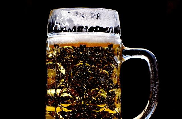 beer-2288121_640 Cerveja Engorda Mesmo? Evite a Bebida Neste Verão