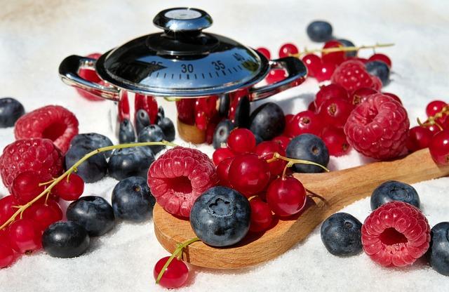berries-2441679_640 Como Se Alimentar Bem Morando Sozinho