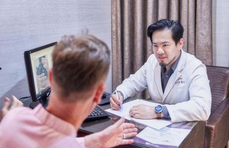 外國人植髮 微創植髮專家陳克剛醫師案例分享 植髮手術前諮詢
