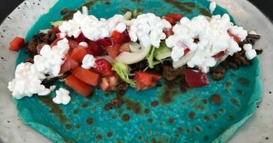 Madpandekager med spinat og kødfyld i kulørte farver
