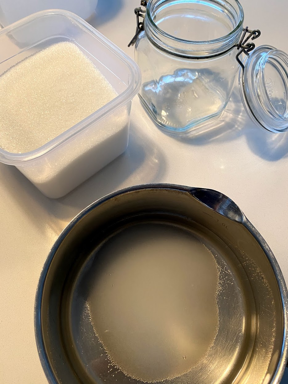 syltede røgløg opskrift på sådan hvordan laver man rødløg i lage syltet røde løg let opskrift med sukker og citron