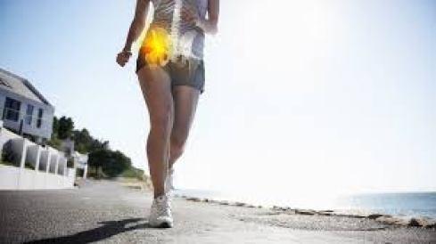 تراكب العظام على امرأة تجري على مضمار