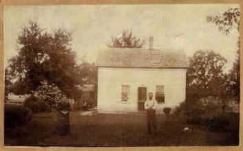 Elias Bragg homestead; couple unknown