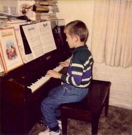 T at piano0001