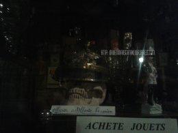 Dijon - Achète jouets, crânes et casques